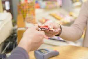 Como escolher o cartão de crédito para viajar?