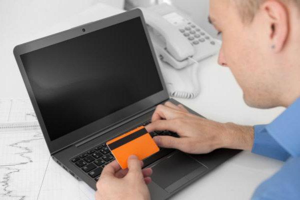 Atolado nas contas do cartão de crédito? Como parcelar
